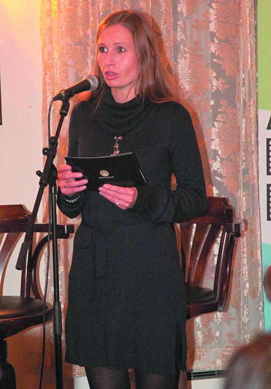 Kulturbyråd Julie Andersland orienterte om utfordringer i jobben og fortalte også om sitt musikalske levnetsløp. Bilde: Vemund Grimstad.