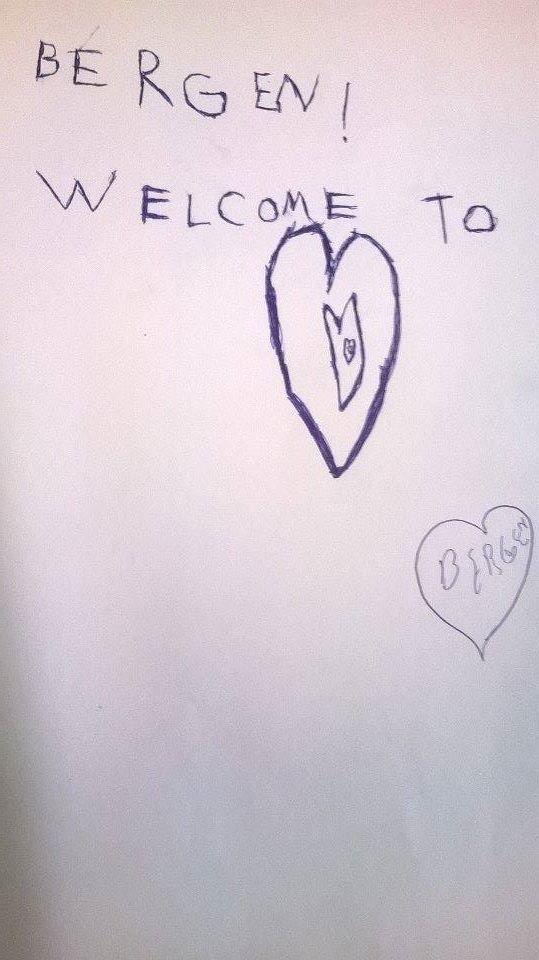 På sitt første informasjonsmøte tegnet en gutt på åtte år dette bildet til Landås Mottak.