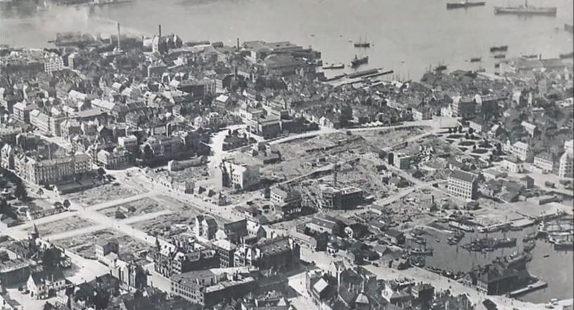 Dette bildet viser det meste av området som gikk tapt i brannen 15. januar 1916. 17 bygninger eller bygningsrester stod igjen i brannområdet.