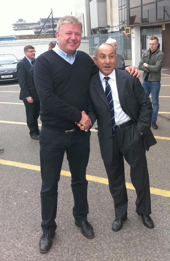 Frank Hellevik sammen med den argentinske fotballspilleren (bl.a. Tottenham Hotspur ) og fotballtreneren Osvaldo «Ossie» Ardiles (63). Foto: privat.