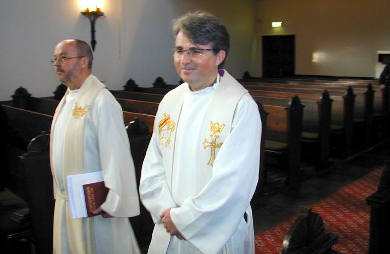 Arnulf Sandvik under innsettelsen som ny kapellan i Løvstakksiden menighet søndag 28. september 2003.
