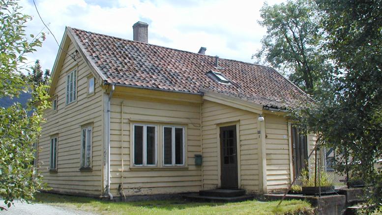 Våningshuset på Solheimsmyren gård ble revet i 2002.