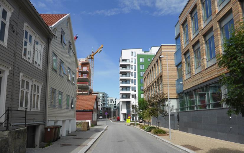 I Damsgårdsveien kan man oppleve både over hundre år gamle arbeiderboliger, nybygg som er tatt i bruk det siste tiåret og hus under oppføring.