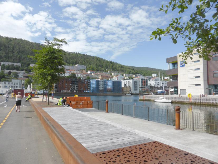 Ved brofestet på Marineholmen er det blitt et flott rekreasjonsområde.