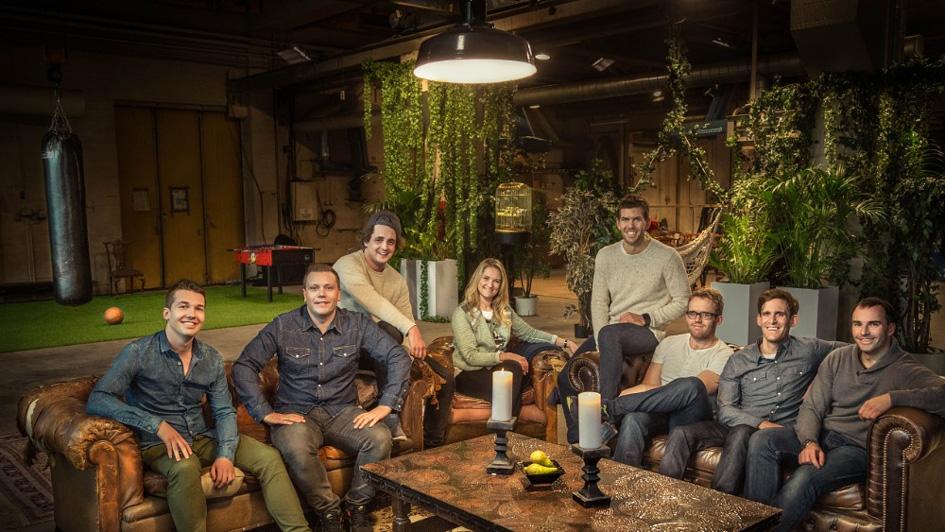 I løpet av seks programmer skal vitenskapen hjelpe Maren å finne den perfekte biologiske matchen blant syv menn i alderen 25–35 år. Frank Lyngtun fra Landås helt til høyre. Foto: Martin Johan Eggan, NRK.