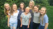 En del av årets medlemmer i jentegruppen Seven.