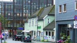 Solheimsgaten 58 slik dagens bygg ser ut. Det er påbygget en rekke ganger, men hovedtrekkene kjennes igjen fra bildet fra 1930-tallet.