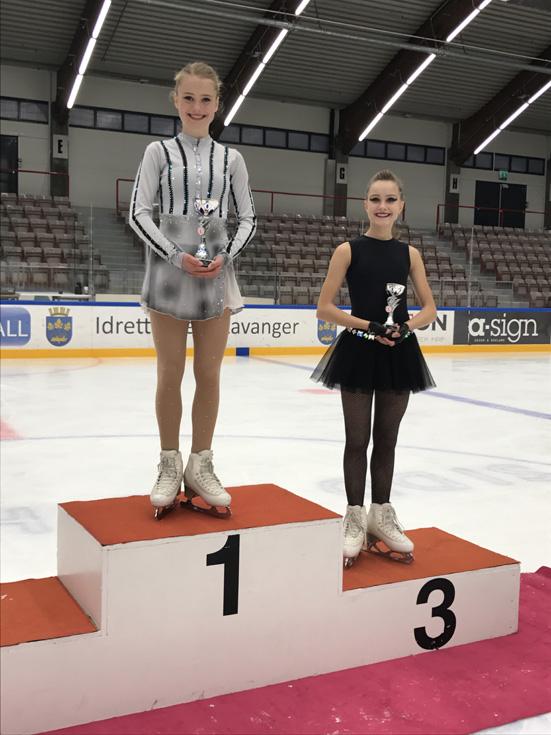 Ingrid Louise Vestre ble nummer en og Malene Johansen Trengereid nummer tre i klassen Novice i Stavanger. Foto Inger-Anne Arvesen.