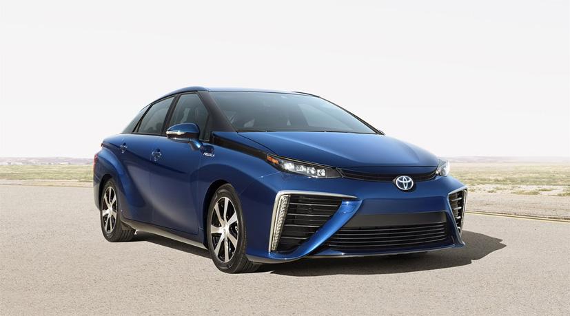 Norge får i første omgang ti eksemplarer av hydrogenbilen Toyota Mirai. Bilen koster om lag 600 000 kroner og vil med normal kjøring klare 400 kilometer på en tank.