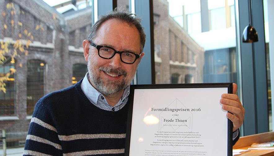 Professor Frode Thuen er tildelt Formidlingsprisen 2016 ved Høgskolen i Bergen. Foto: Lisbeth A. Heilund, Seksjon for kommunikasjon, Høgskolen i Bergen.
