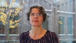 Professor Nina Goga (Lægdene) er tildelt FoU-prisen 2016 ved Høgskolen i Bergen. Foto: Lisbeth A. Heilund, Seksjon for kommunikasjon, Høgskolen i Bergen.