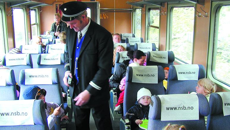 Togtur og fest for barna i femti år gammel barnehage