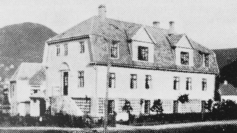 Kapellanen ville ha nybygg, sognepresten ville heve huset og fikk sal med 250 plasser