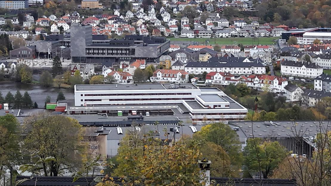 Kommunen kjøper Bring-tomten til skoleformål