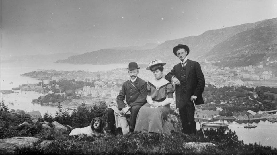 Fottur i finstasen på Løvstakken for 100 år siden