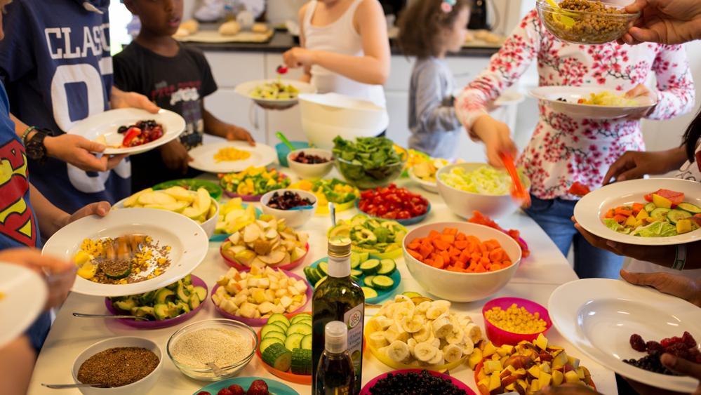 Nå får fjerdeklassinger på Kronstad skole leke med maten