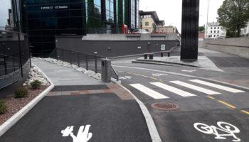 Nå er sykkelveien med fortau tatt i bruk