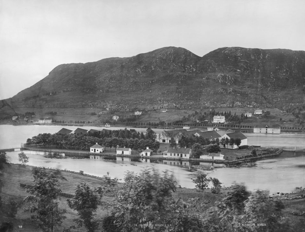 Koholmen – Marinens hovedbase på Vestlandet i 144 år