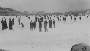 Folksomt på Solheimsvannet i mars 1890