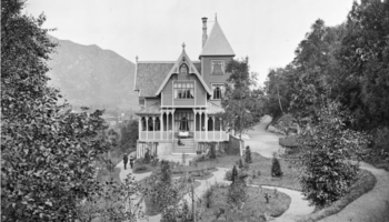 Villa Stupet ble revet, interiøret havnet på NHH