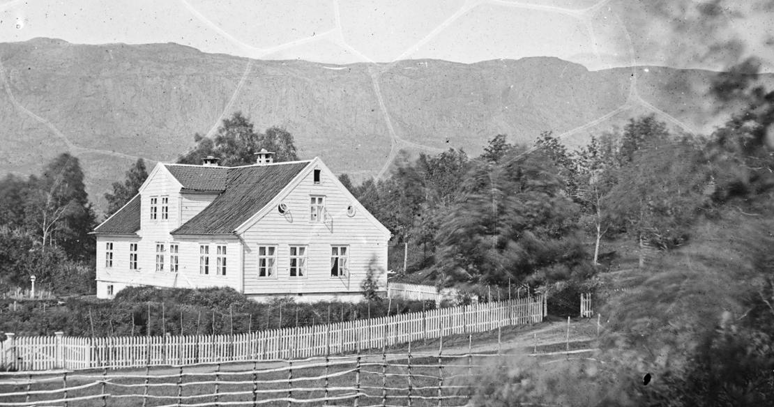 Et av Årstads eldste hus ligger i Sunnfjord