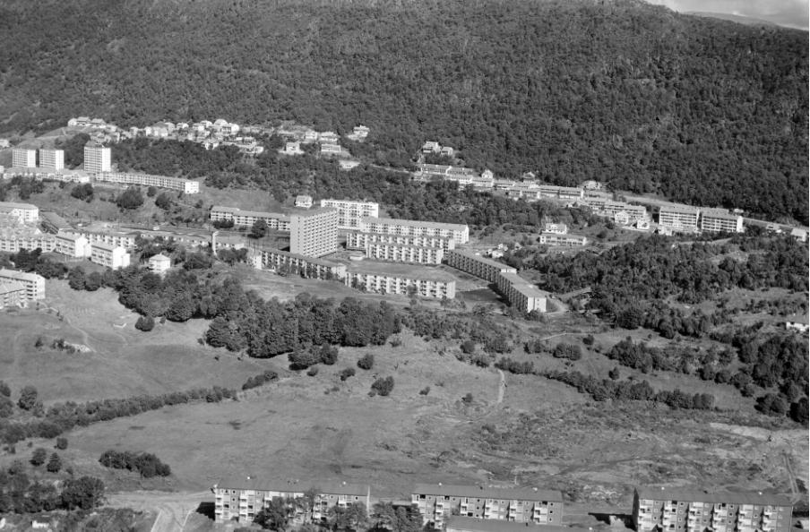 1961: Strimmelen, Kolstien og Mannsverk utbygd - Slettebakken uten haller og baner